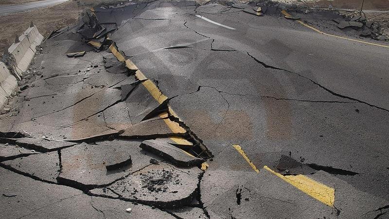 نشست جاده در اثر عدم توجه به مقاومت خاک و زیرسازی غیر اصولی